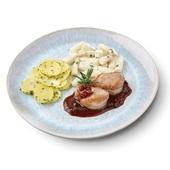 Culivers (2) varkenshaasmedaillon in rode wijnsaus, asperge à la crème en aardappelschijfjes met peterselie