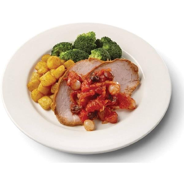 Culivers (41) varkensfricandeau in zoete uiencompote met broccoli en gebakken aardappeltjes voorkant