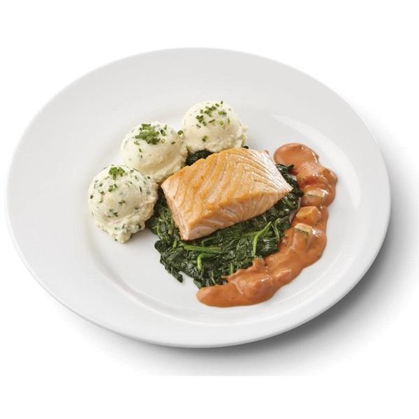 Culivers (17) gebakken zalmfilet met normandische saus, bladspinazie en aardappelpuree met bieslook gluten- en lactosevrij voorkant